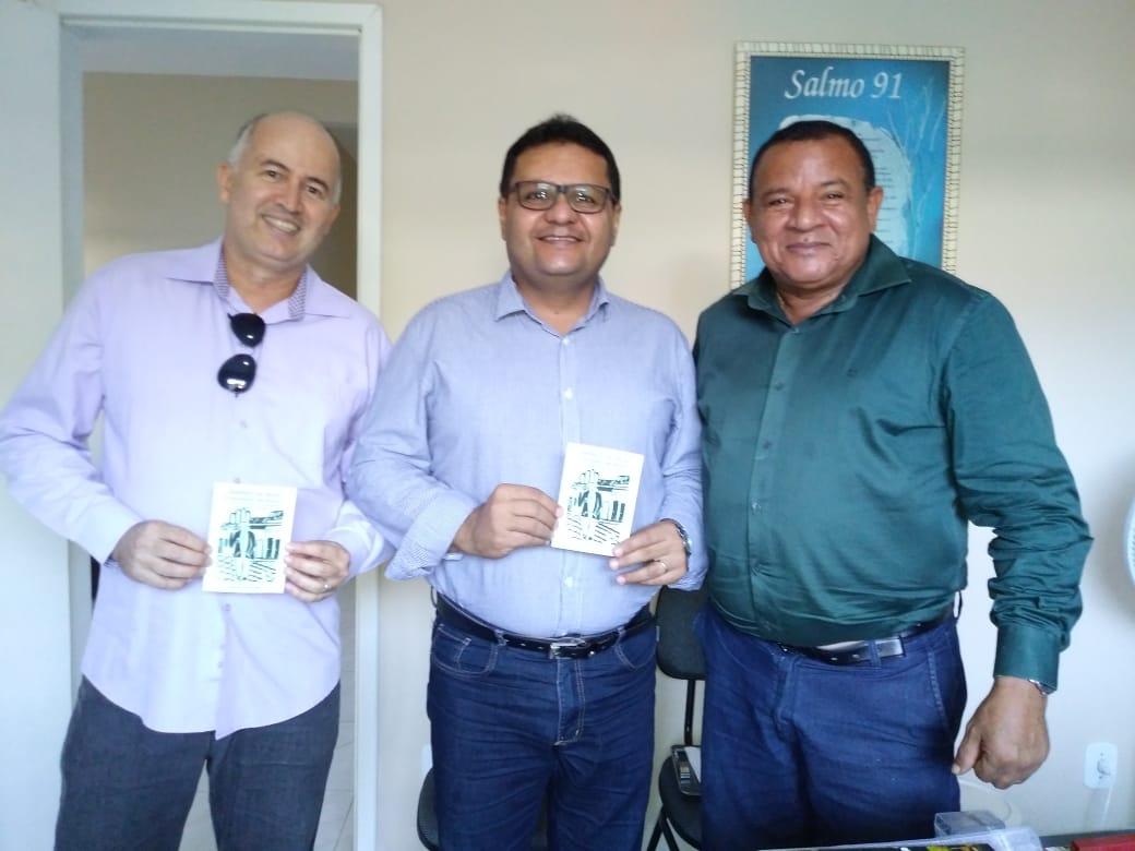 Américo recebe proposta de ambientalistas para criação do Dia Municipal de Combate ao Tráfico de Animais Silvestres em Aracaju
