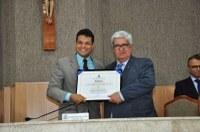 Anderson de Tuca entrega título de Cidadão Aracajuano ao juiz Cristiano Costa