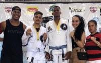 Soneca parabeniza lutadores que treinam Jiu Jitsu no Centro Cultural do bairro São Carlos