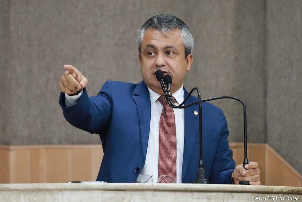 Elber denuncia caos no Posto de Saúde do Mosqueiro