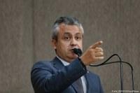 Elber diz que Edvaldo Nogueira criou um caos na saúde de Aracaju