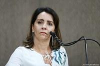 Emília Corrêa: Desejo fazer parte de um grupo, mas que não seja de negócios