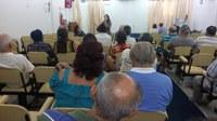 Emília explica a aposentados e pensionistas quais são as atribuições de um vereador