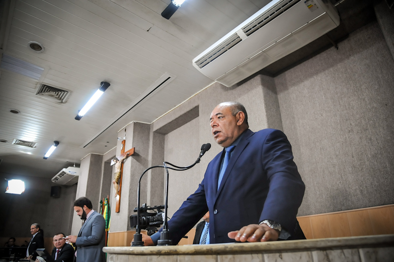 """Mataram o designer da Barra por engano, racismo ou despreparo?"", questiona o vereador Seu Marcos"