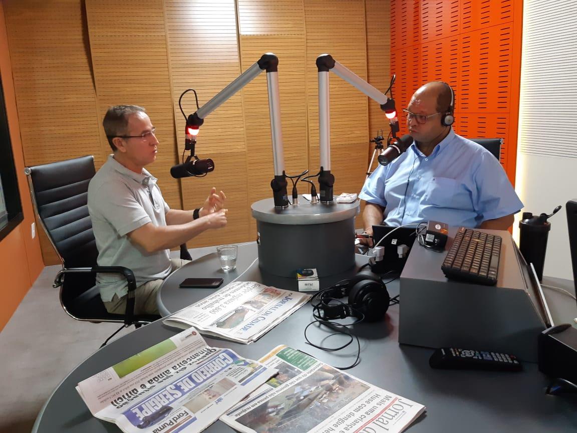 Nitinho faz balanço das ações da Câmara de Aracaju durante entrevista de rádio