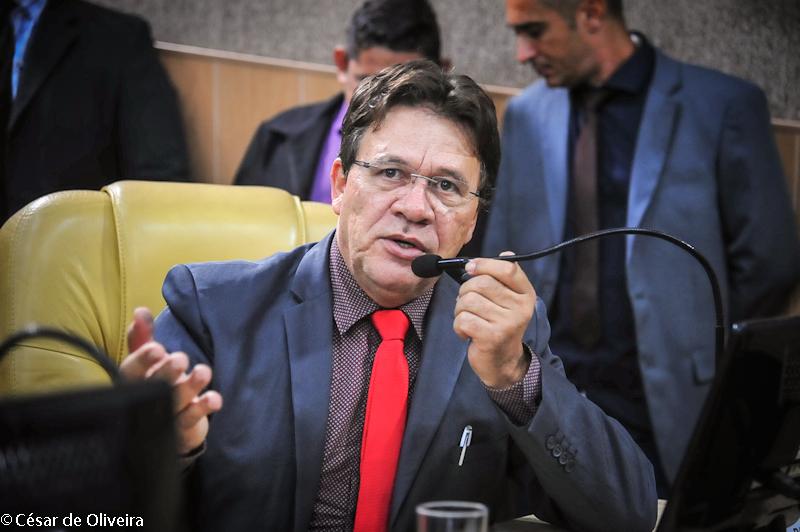 Pastor Alves cobra redutor de velocidade nas proximidades da Catedral da Fé