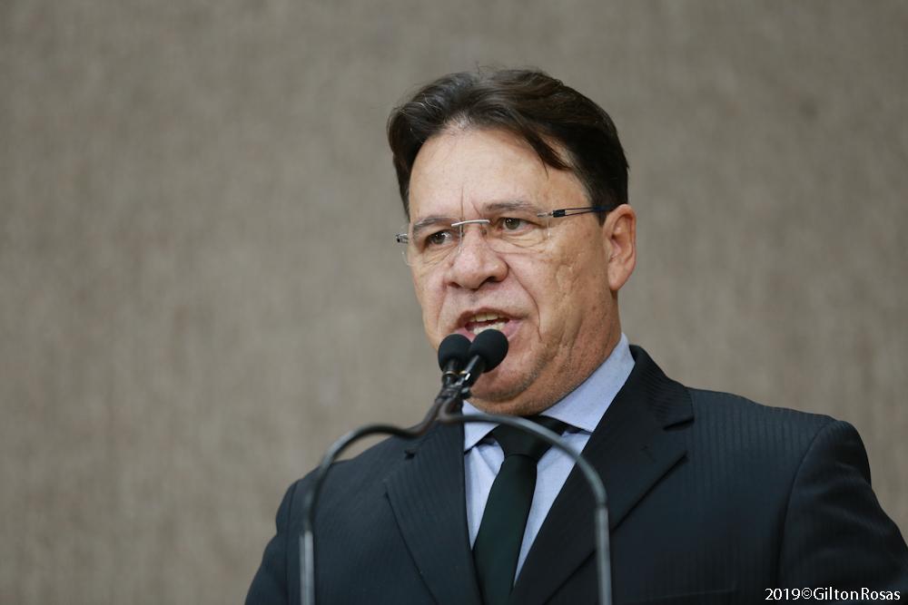 Pastor Alves diz que seu trabalho defende o evangelho