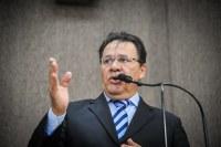 Pastor Alves pede atenção da PMA e da Emurb para buracos no Loteamento Marivan