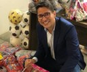 Ricardo Marques doa brinquedos para crianças acolhidas por instituições