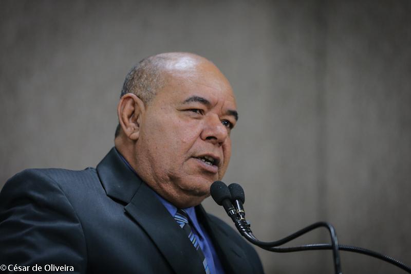 Seu Marcos comemora a aprovação da Campanha Abril Marrom