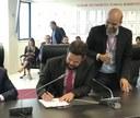 Thiaguinho Batalha participa de sanção de projeto para ensinar sobre a Lei Maria da Penha nas escolas