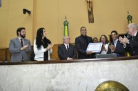 Thiaguinho Batalha prestigia entrega de título de cidadão sergipano ao cantor Xanddy