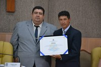 Vereador Cabo Didi entrega título de Cidadão Aracajuano ao técnico do Freipaulistano Betinho