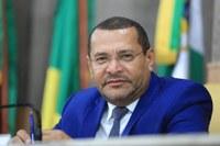 Vereador Juvêncio Oliveira solicita serviço de tapa-buraco em alguns pontos da capital