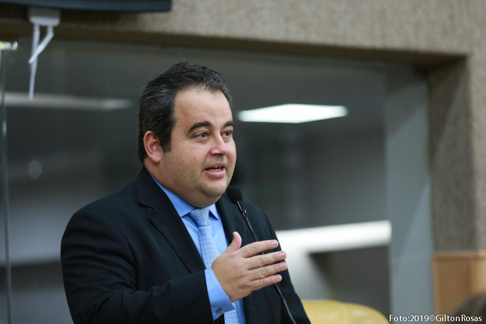 Vinícius Porto destaca novo processo de matrícula na rede municipal de Aracaju